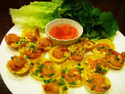 Banh Khot - a popular food in Vietnam