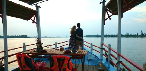 Romatic Hoi An dinner cruise