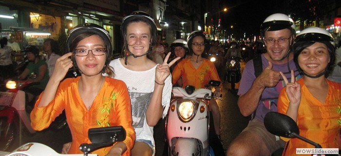 City tour Ho Chi Minh via motobike